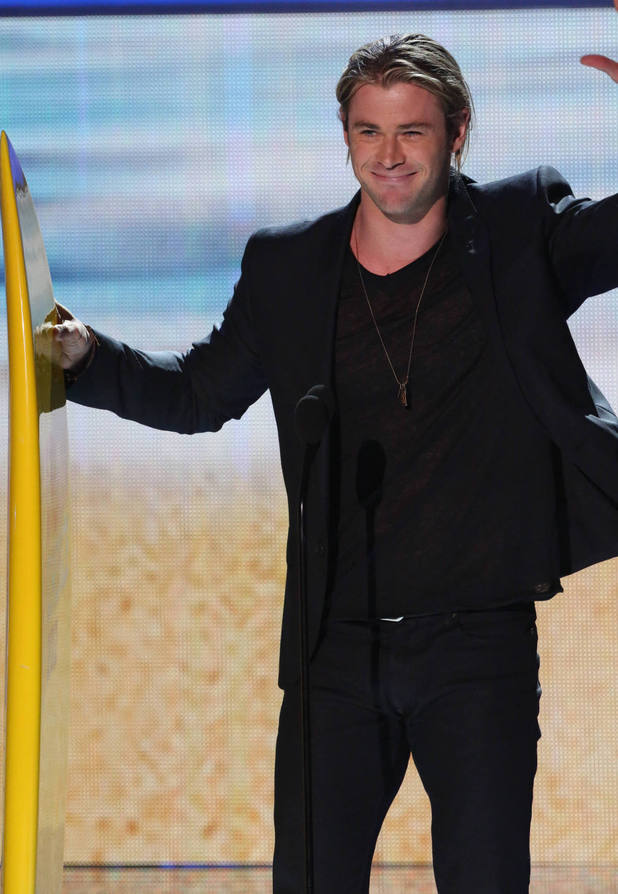 Chris Hemsworth collects the 2012 Choice Summer Movie Star Male award