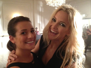 Kate Hudson and Lea Michele bond on the Glee set
