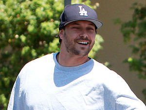 Kevin Federline goes shopping for Evian bottled water and fat free Nestlé's Coffee Mate Los Angeles, California