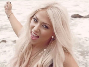 Amelia Lily: 'You Bring Me Joy' video still