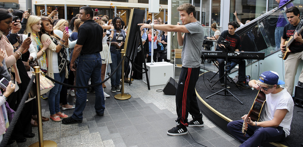 One Direction stars Liam Payne and Niall Horan perform at Westfield.