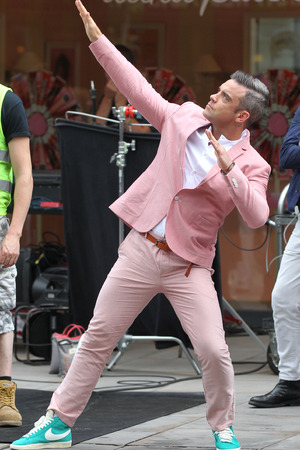 Robbie Williams filming a new music video