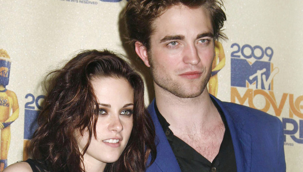 Kristen Stewart and Robert Pattinson 2009 MTV Movie Awards held at the Gibson Amphitheatre - Press Room Los Angeles, California - 31.05.09 Credit: (Mandatory): Adriana M. Barraza / WENN.com