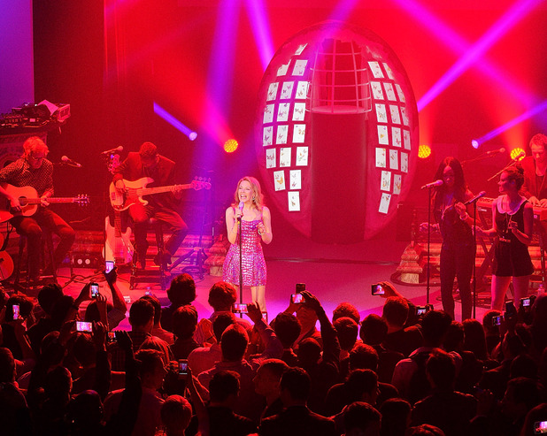Kylie Minogue helps launch the Samsung Galaxy Note 10.1