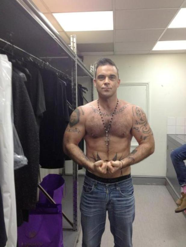 Robbie Williams, topless, Twitter