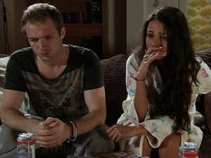 Tommy sticks to his guns and does not want Tina to go ahead with the surrogacy. He offers her an ultimatum