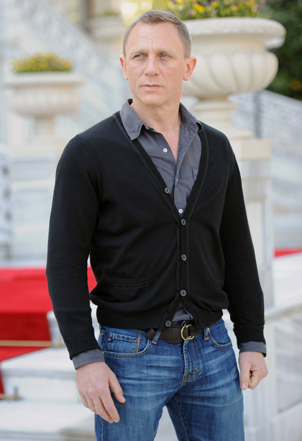 Male Actors Go Commando http://www.digitalspy.ie/showbiz/i430092-8/sexy-male-celebrities-in-cardigans-daniel-craig.html
