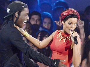 Rihanna performs at the MTV Video Music Awards 2012