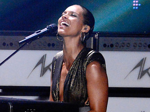 Alicia Keys performs at the MTV Video Music Awards 2012