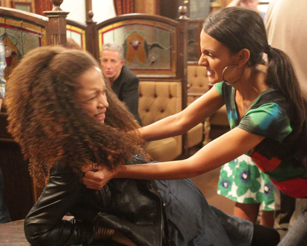 TIna and Kirsty fight, Corrie, Sun 9 Sep