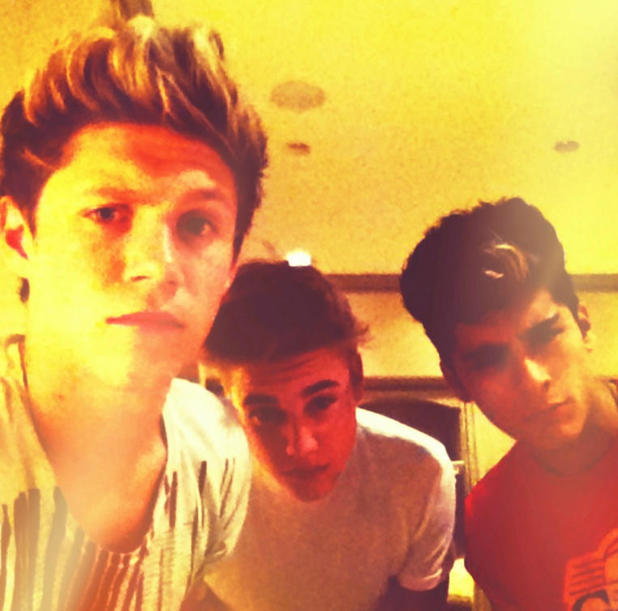Justin Bieber hangs out with One Direction stars Niall Horan and Zayn Malik after the MTV VMAs