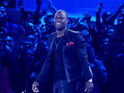 Kevin Hart donates computers to Philadelphia schools and recreation centers.