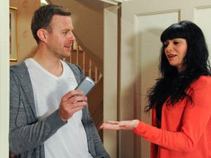 Emmerdale, Carl is blackmailing Chas after stealing her phone, Thu 13 Sep