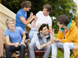 One Direction 'Live While We're Young' artwork