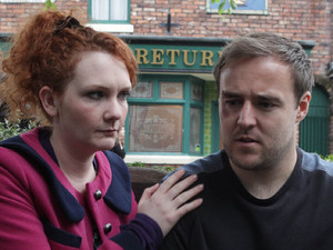 Fiz tells Tyrone that he should not stay with Kirsty as he is being blackmailed by her