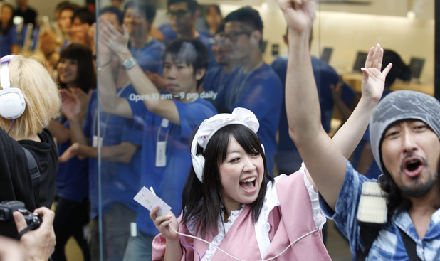 iPhone 5 launch: Customers celebrate in Tokyo as the iPhone 5 officially goes on sale