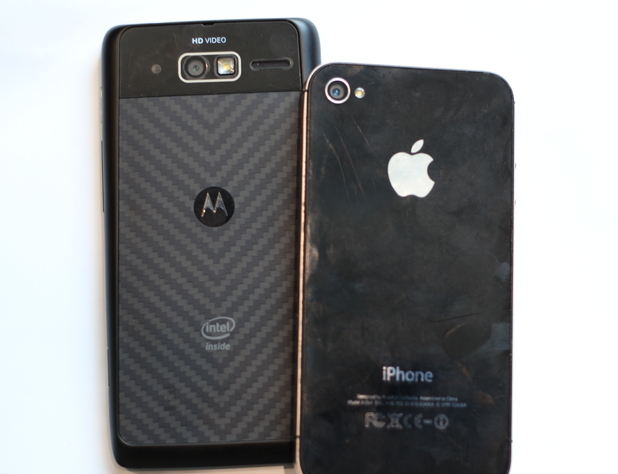 RAZR i vs. iPhone 4S