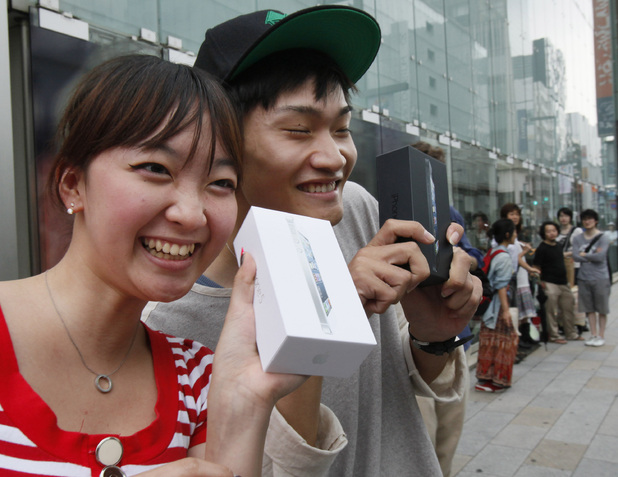 iPhone 5 launch: Customers Kae Shibata 20, left, and Yutaro Noji, 21, show off their new handsets in Tokyo