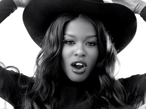 Azealia Banks in 'Luxury' music videoq