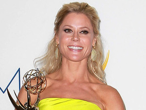 Julie Bowen with her award for Supporting Actress In A Comedy Series at the 64th Annual Primetime Emmy Awards press room