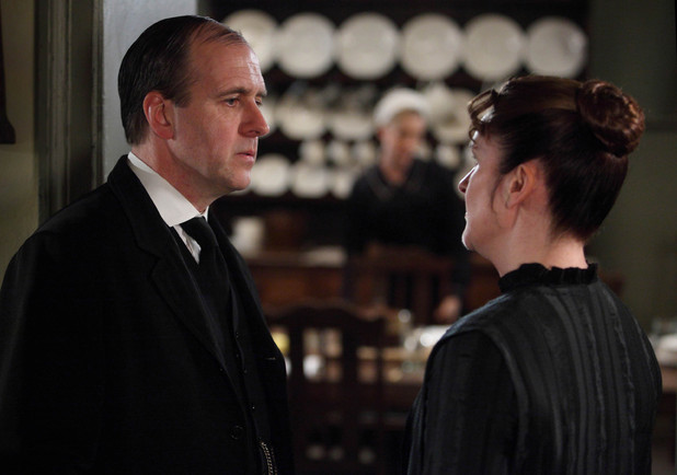 Downton Abbey S03E03: Kevin Doyle as Molesley, Siobhan Finneran as OBrien