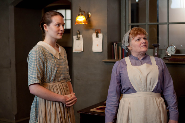 Cara Theobold as Ivy Stuart and Lesley Nicol as Mrs Patmore