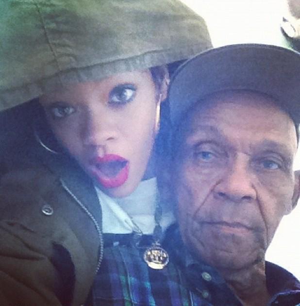 Rihanna, twitter