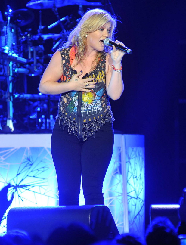 Kelly Clarkson kicks off the start of her &#39;Stronger Tour&#39; at the O2 Arena