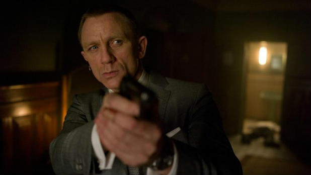 Daniel Craig&#39;s 007 appears to fall to his death in the new &#39;Skyfall&#39; trailer.