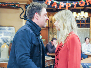 6383: After learning Chas' plan, Charity furiously threatens Cameron in the Woolpack