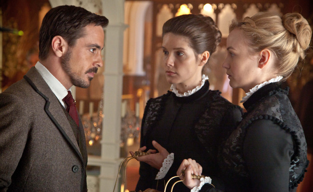 Moray (EMUN ELLIOTT), Clara (SONYA CASSIDY), Denise (JOANNA VANDERHAM))