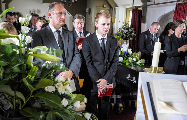 6385: Family and friends attend Carl's funeral. As Jimmy prepares to read his eulogy, Thomas is raging with the truth he's been told