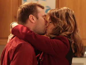 7991: Marcus goes to ask Maria why she doesn't want him to leave Weatherfield and gets the answer through a kiss