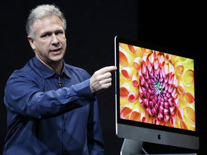 Phil Schiller, Apple&#39;s senior vice president of worldwide product marketing, talks about the thinness of the new iMac