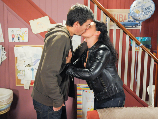 Cain kisses Moira in Emmerdale