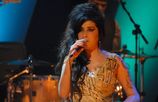 Amy Winehouse, newsprint dress