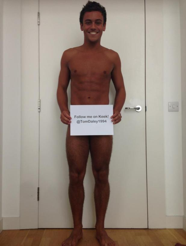 Tom Daley poses nude for Keek