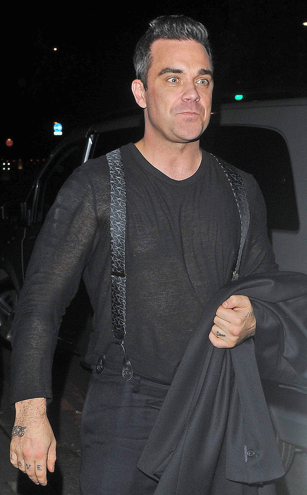 Robbie Williams leaves HMV in Oxford Street and heads for the Grosvenor House Hotel.