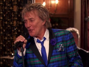 Rod Stewart 'Let It Snow! Let It Snow! Let It Snow!' music video.