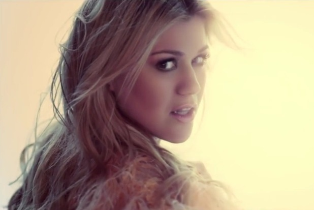Kelly Clarkson &#39;Catch My Breath&#39; video