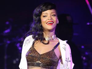 Miss Mode: Rihanna wearing bra at 777 concert