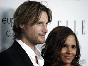 Gabriel Aubry and Halle Berry photographed in October 2008