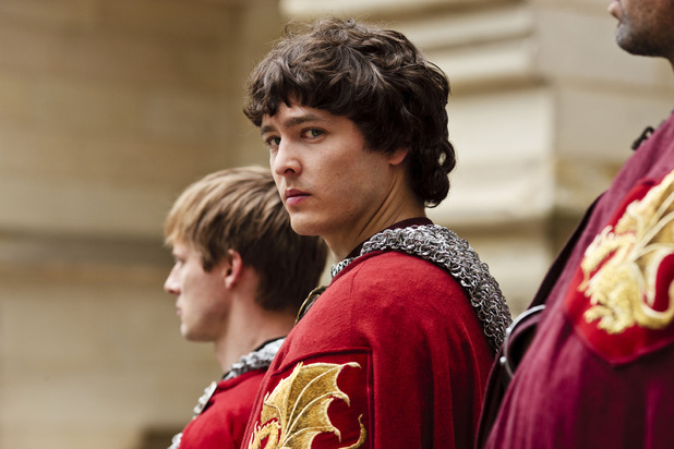 Merlin S05E08 - &#39;The Hollow Queen&#39;: Mordred (ALEX VLAHOS), King Arthur Pendragon (Bradley James)