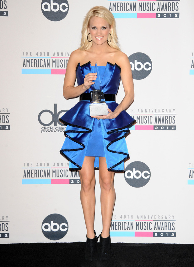 Carrie Underwood at the AMAs 2012