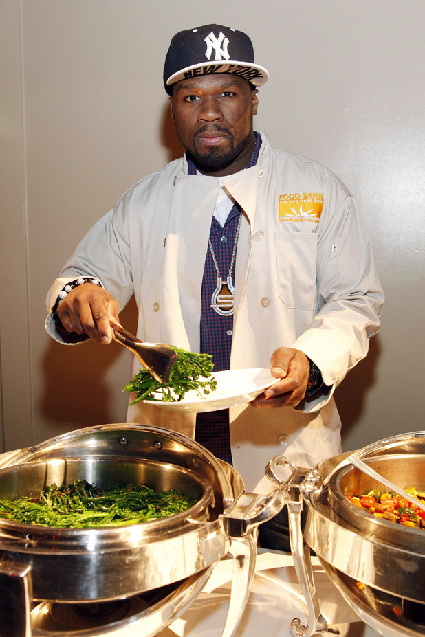 50 Cent serves up Thanksgiving dinner