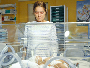 6422: Rachel is finally allowed to see her baby boy in the incubator