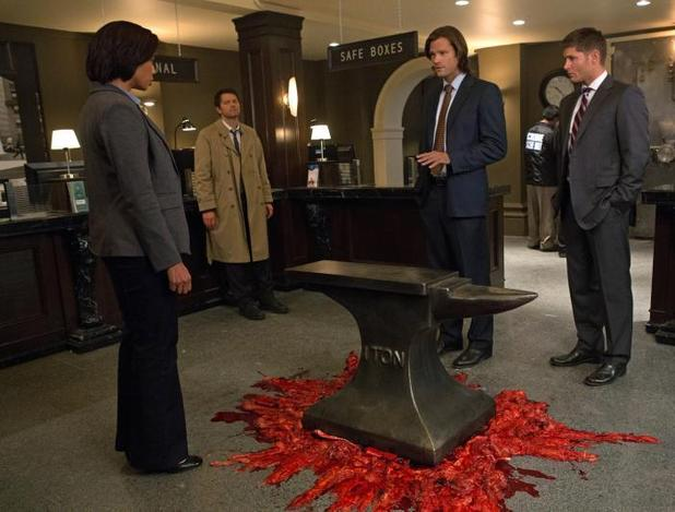 "Supernatural (""Hunteri Heroici"" - S08E08): Catherine Lough Haggquist as Detective Glass, Misha Collins as Castiel, Jared Padalecki as Sam, and Jensen Ackles as Dean"