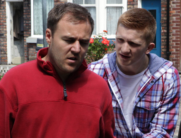 8017: Chesney confronts Tyrone to accuse him of sleeping with Fiz