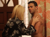 8017: When Eva arrives at the pub, Stella bundles Jason out of the back door in his boxers