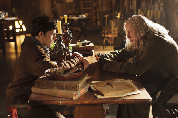 Merlin S05E10 - &#39;The Kindness of Strangers&#39;: Merlin (COLIN MORGAN), Gaius (RICHARD WILSON)